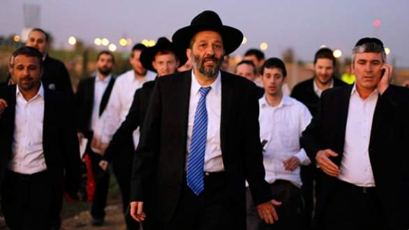 İsrail'de tacizci gitti, rüşvetçi geldi