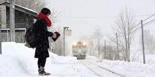 Koca tren sadece onun için geliyor