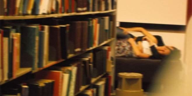 Kütüphanede seks skandalı!