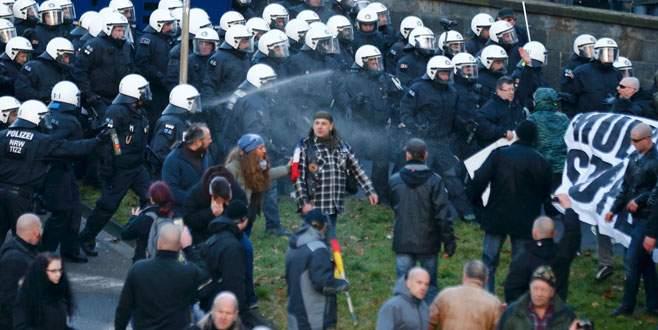 Almanlar Köln'de sığınmacıları dövdü