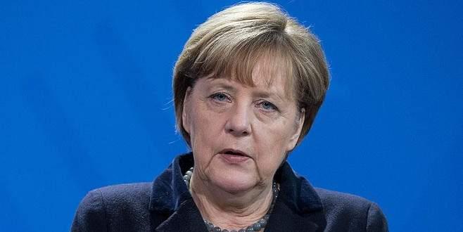 Merkel'den Sultanahmet'teki terör saldırısına kınama