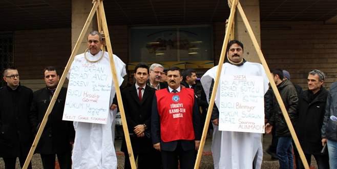 PTT önünde idam sehpası