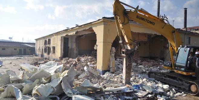 42 yıllık eski mezbaha yıkıldı