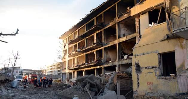 Diyarbakır'da hain saldırı: 1 şehit, 6 ölü, 39 yaralı