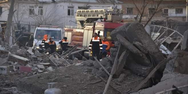 Diyarbakır'daki saldırıda evleri zarar gören vatandaşlardan tepki