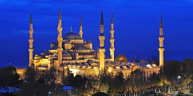 Devletin zirvesi Cuma Namazı'nı Sultanahmet Camii'nde kılacak