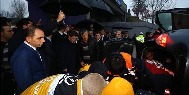 Başbakan'ın konvoyundaki doktordan kazazedelere müdahale