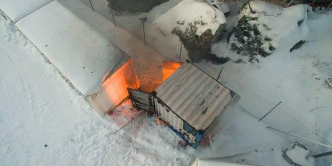 Dinamit deposu yakınında yangın