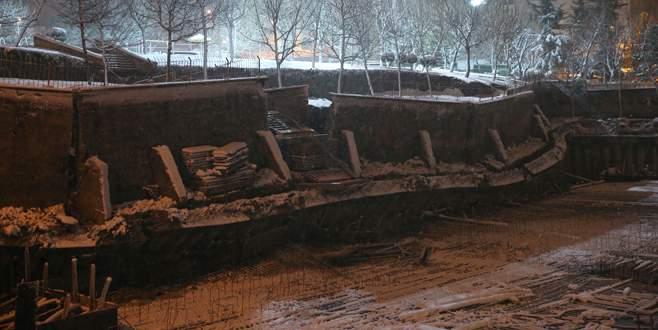 Okul inşaatında toprak kayması: 7 bina boşaltıldı