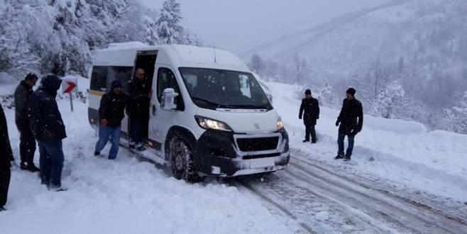 Kar yağışı dağ ilçelerinde hayatı olumsuz etkiliyor