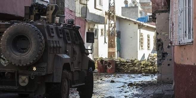 Diyarbakır'da polise saldırı: 1'i ağır 3 polis yaralı