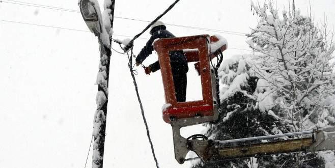 UEDAŞ ekiplerinin karda zorlu mücadelesi