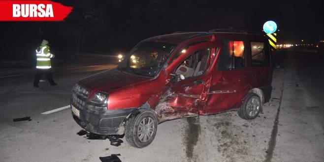 İki araç birbirine girdi: 5 yaralı