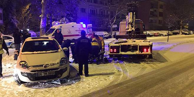 Aşırı alkollü sürücü otomobilin camı kırılarak çıkarıldı