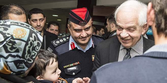 Kanada, Suriyeli mülteci alımını geçici olarak durdurdu