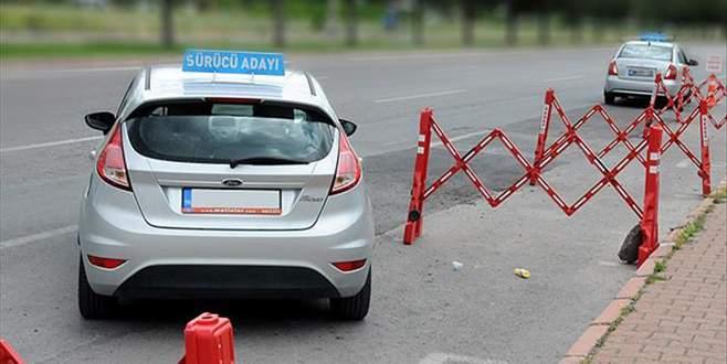 Bu yıl ehliyet sınavında 'trafik adabı' sorulacak