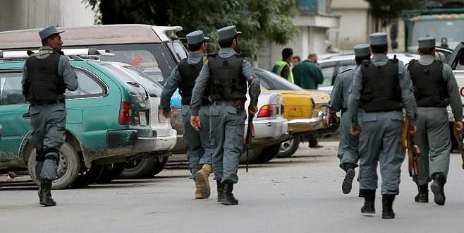 İlaçla uyutulan polisleri öldürdüler