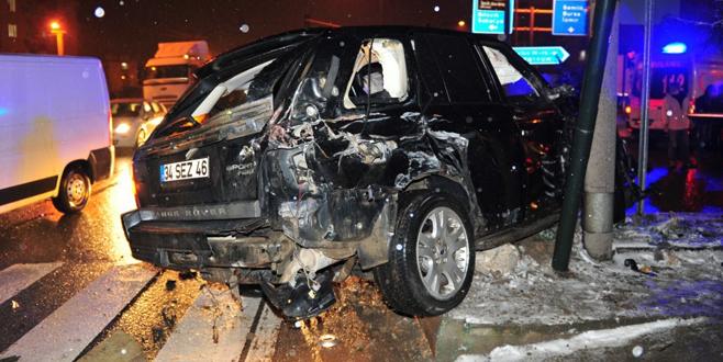 17 yaşındaki genç lüks araçla kaza yaptı