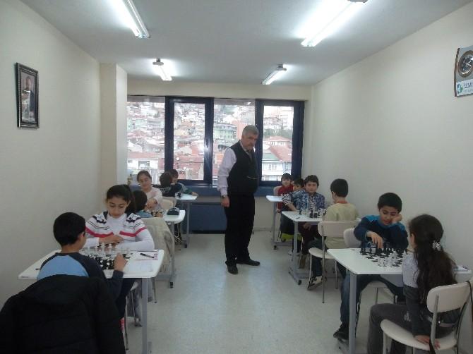 İzmit'te Yaklaşık 8 Bin Çocuk Satranç Eğitimi Aldı