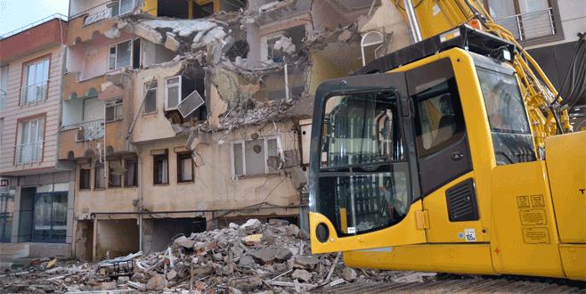 Bursa'da deniz kumuyla yapılan apartmanlar yıkılıyor