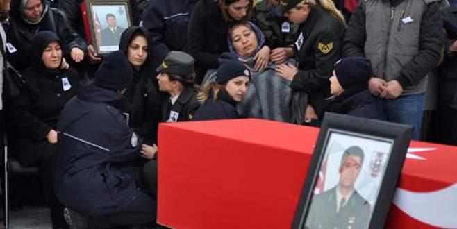 Şehit Astsubayı 5 bin kişi uğurladı