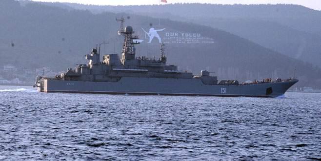 2 Rus savaş gemisi 'Boğaz'dan geçti
