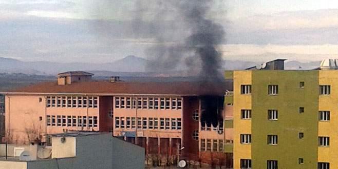 3 okula molotoflu saldırı
