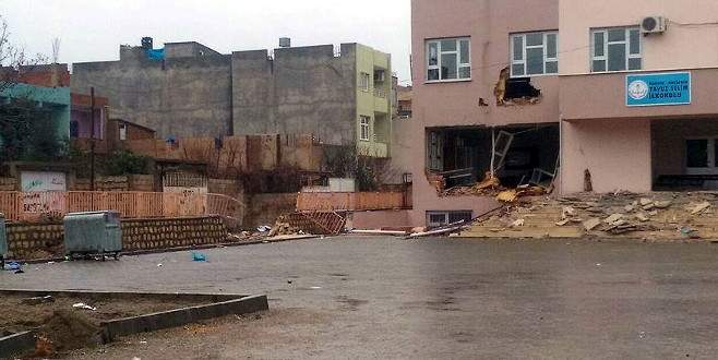 Teröristler yeni yapılan okula zarar verdi