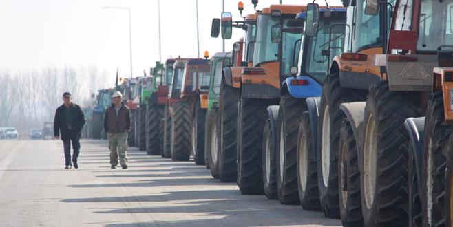 Yunan çiftçiler sınırı kapattı