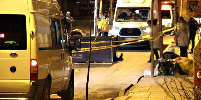 Kavga ettiği kişiler otomobille ezerek öldürdü