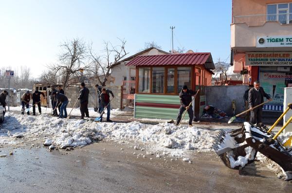 Adilcevaz Belediyesi'nden kış temizliği