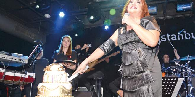 60. yaşa sahnede kutlama