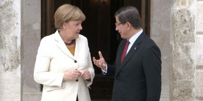 Alman siyasilerden Merkel'e tepki