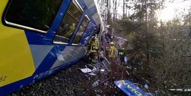 Tren kazası: 9 ölü, 150 yaralı