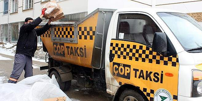 Çöpü gören 'taksi' çağırıyor