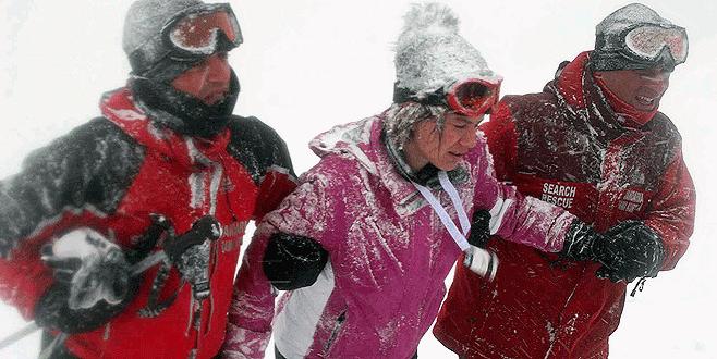 Uludağ kadın kayakçılara zor anlar yaşatıyor