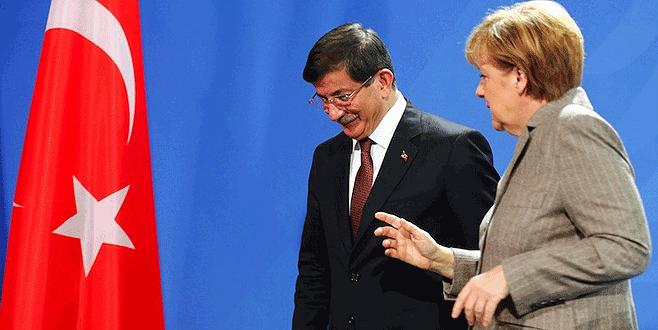 Başbakan Davutoğlu, Merkel'le 'PYD'yi görüştü