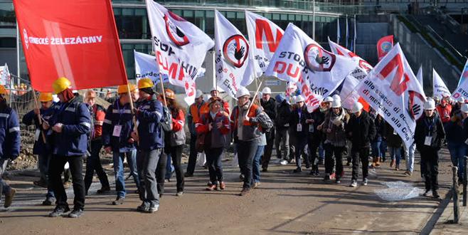 Metal işçileri Brüksel'de sokağa döküldü