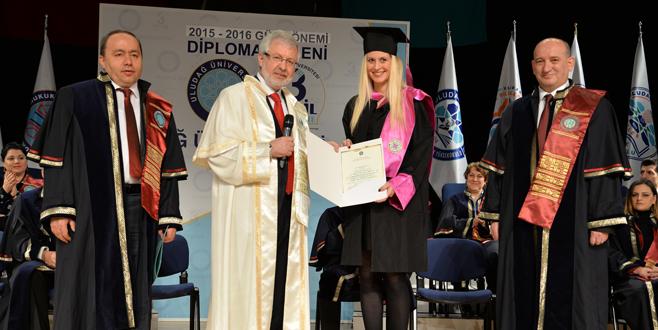 Güz mezunları diploma alıyor