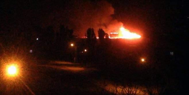 Teröristler okul ve aile destek merkezini ateşe verdi