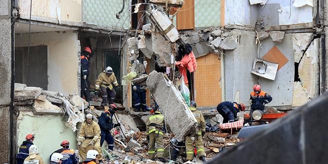Gaz patlamasından 5 katlı bina çöktü