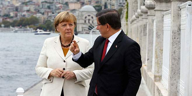 Merkel'den Davutoğlu'na taziye telefonu