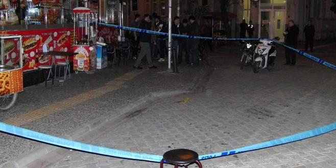 Kar maskeli saldırganlar yol ortasında vurdu