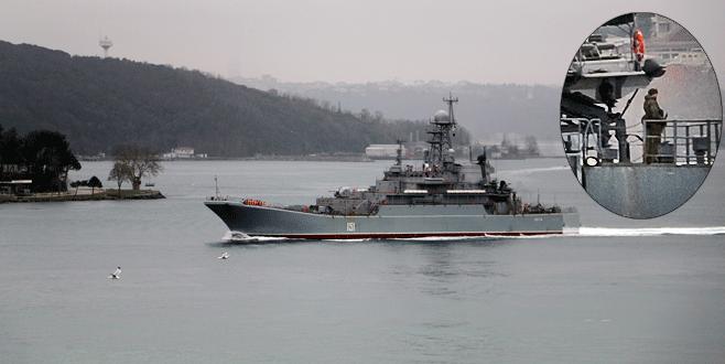 Karadeniz'e geçen Rus gemisinde silahlı nöbet