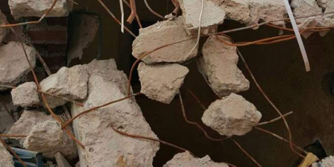 Sur'da askerlerin olduğu bina çöktü