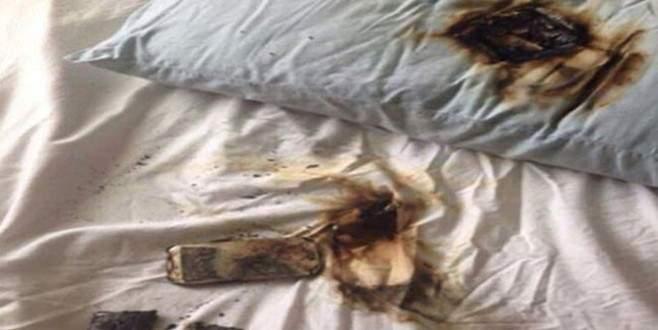 Yastık altındaki telefon bomba gibi patladı