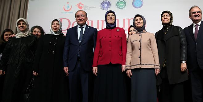 Sare Davutoğlu Bursa'daki sempozyumda konuşma yaptı