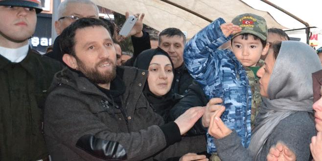Şehit babaya asker selamıyla uğurlama