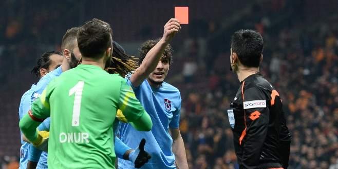 Salih Dursun'un kırmızı kartı Çin'den görüldü