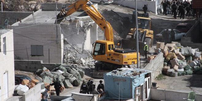İsrail, Filistinli 2 tutuklunun evini yıktı